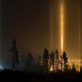 Light pillars and sun dogs