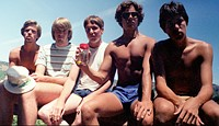 Five Friends Take Same Picture for 30 Years