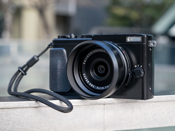Hands-on with the Fujifilm X70
