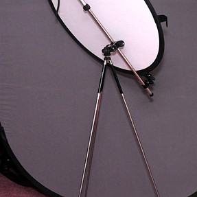 """Ultra-compact reflector stand, bagged at less than 12"""""""
