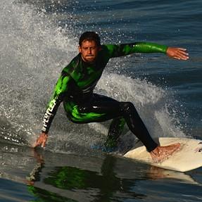 Surfing shot by Nikon D7100 + Tamron 70-300