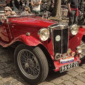 Commetns wanted (& your try) at this oldtimer