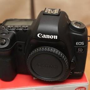 Canon 5D MK II Full Frame DSLR Body - 3 Batteries