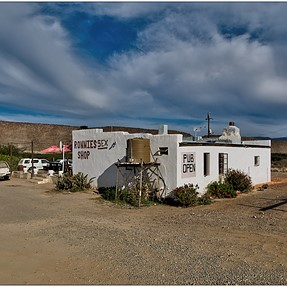 Ronnies Sex Shop, Route 62, Karoo, South Africa, E1+11-22mm
