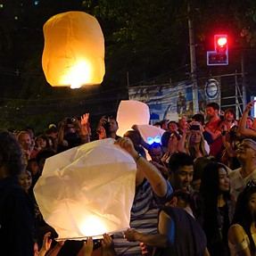 G7X Chiangmai, Thai. Low light loy krathong festival