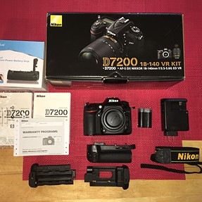 FS Nikon D7200 w/ grip MINT