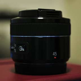 Want to sell : Samsung NX 45mm f/1.8 (MINT!!)