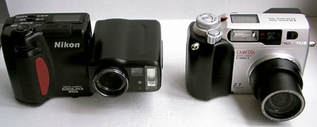 Nikon Coolpix 950 and Olympus C2000Z size comparison